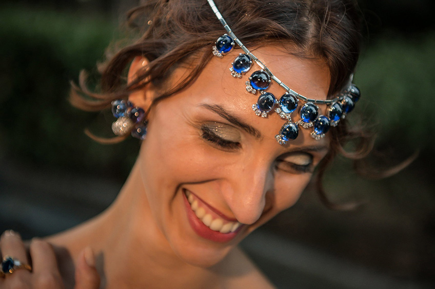 Handmade necklace in 18 karats white gold of  1980's with sapphires and diamonds worn as a tiara
